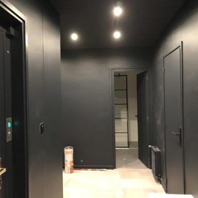 Une entrée noire élégante